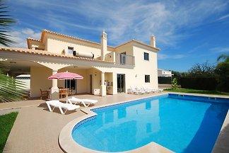 Geräumige Villa in Albufeira mit eigenem Pool