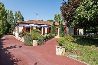Schöne Villa mit eigenem Garten in Pineuilh...