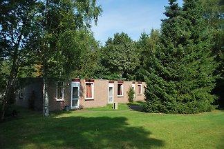 Einstöckiges Haus mit Garten, in einer natürl...