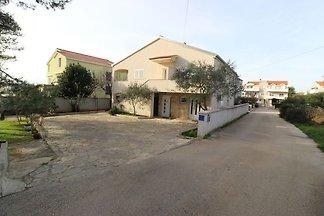 Spazioso appartamento con giardino a Zadar