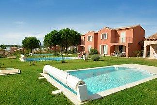 Sommervilla mit Terrasse oder Loggia, im...
