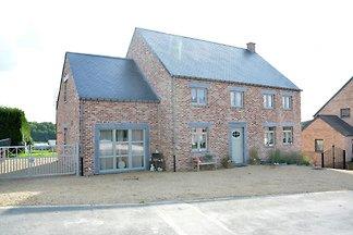 Nettes Ferienhaus in Hastière Namur mit Terra...