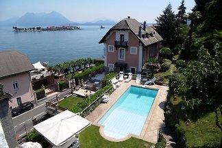 Moderne Villa mit Swimmingpool in Baveno