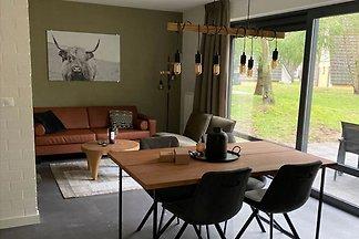 Renoviertes Haus mit zwei Bädern, Breda 10 km