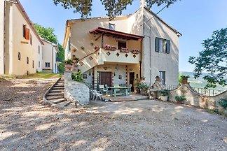Malerische Wohnung in Stroncone mit Garten