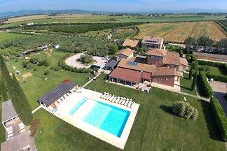 Geräumiges Ferienhaus in Braccagni mit Pool
