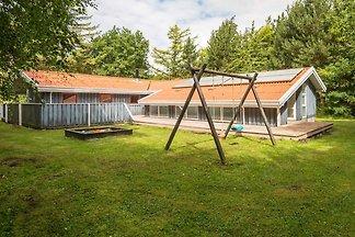 Weitläufiges Ferienhaus mit Swimmingpool in...