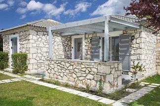 Einladende Villa in Meeresnähe in Agrilia
