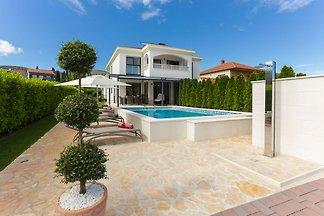 Luxuriöse Villa in Trogir mit Sauna