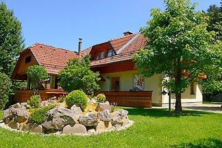 Spaziosa casa vacanze con giardino