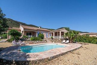Großzügige Villa mit Swimmingpool in...