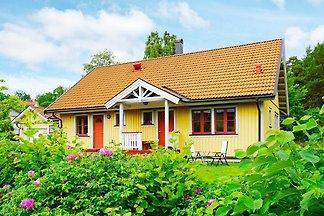 4 Sterne Ferienhaus in ADELSÖ