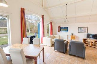 Comfortabele bungalow met combimagnetron, in ...