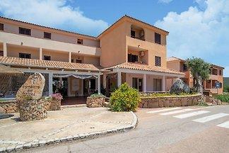Schönes Ferienhaus in Marinella mit Terrasse