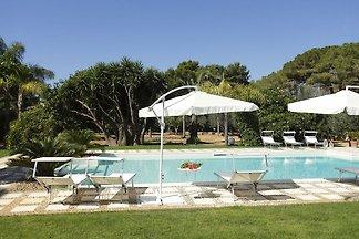 Heritage Villa in Marsala Sicily with Swimmin...