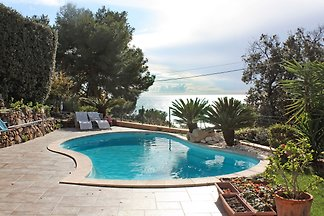 Cozy Holiday Home in Carqueiranne with Swimmi...