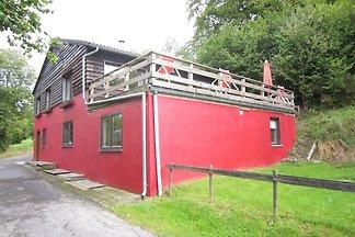 Modernes Chalet mit Sauna unweit des Waldes i...