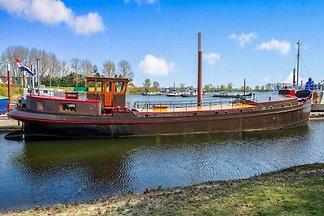 Schönes geräumiges Hausboot in Kerkdriel in d...