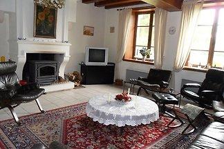 Heritage-Ferienhaus in Vieure mit Garten
