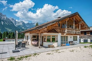 Ferienhaus mit Blick auf das Tal in Ellmau