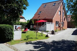 Modernes Ferienhaus in Wiek mit Garten