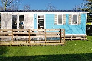 Wygodne mobile home znajduje się nad jeziorem...