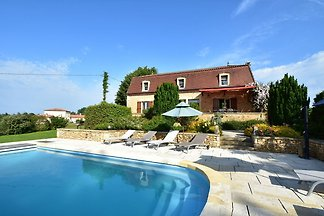 Cozy Holiday Home in Coux-et-Bigaroque with a...