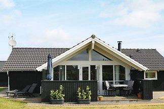 Hübsches Ferienhaus in Hadsund mit Sauna