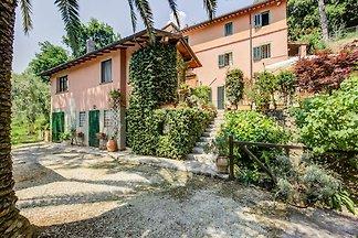 Ferienhaus in Camaiore mit überdachter Terras...