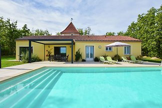 Idyllisches Ferienhaus mit Swimmingpool in...