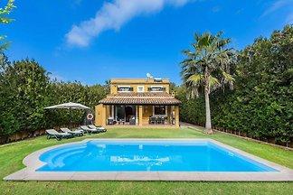 Schöne Villa mit Pool und Garten nur wenige M...