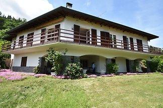 Die elegante Villa in Meina mit privatem...