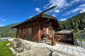 Ferienhaus aus Holz in Pill mit Terrasse