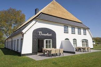 Schönes Bauernhaus mit Terrasse in De...