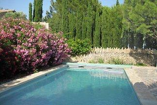 Landhaus in Gordes mit Swimmingpool