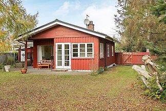 Gemütliches Haus in Væggerløse mit Terrasse