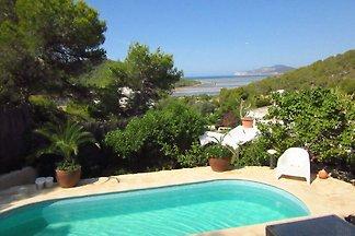 Przytulny dom z przepięknym widokiem na basen...