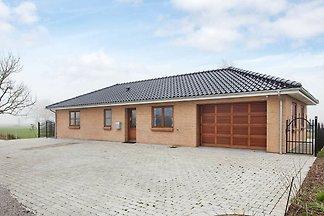 Modernes Ferienhaus mit Whirlpool in Harpelun...