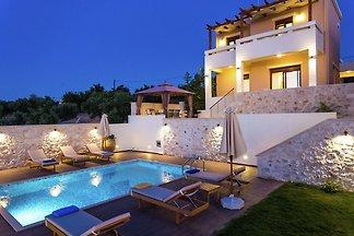 Wunderschöne Villa mit Swimmingpool in Roupes