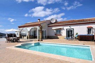 Geräumige Villa mit privatem Pool und Jacuzzi...