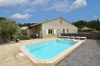 Komfortable Villa mit Jacuzzi in...