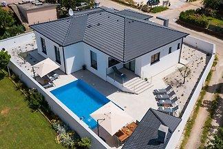 Neue moderne Villa mit privatem Pool und...