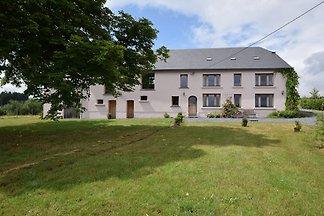 Gemütliches Ferienhaus in Léglise mit großem...