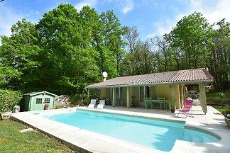 Ruhiges Ferienhaus in Lalinde mit Schwimmbad