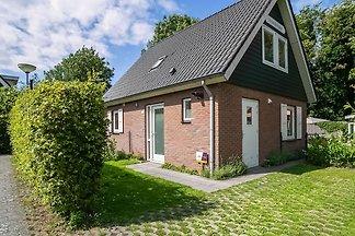 Schönes Ferienhaus in Zonnemaire mit umzäunte...