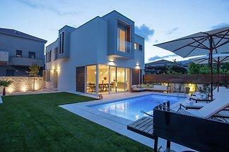Wunderschöne Villa Koras in Kastel, Kroatien