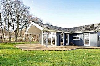 Wunderschönes Ferienhaus in Sjolund mit Sauna