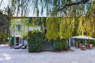 Rustikales Herrenhaus in Senigallia mit Grill