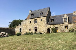 Authentic 17th century home with vast garden,...
