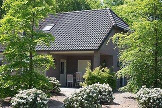 Luxuriöses Designhaus mit offenem Kamin an Be...